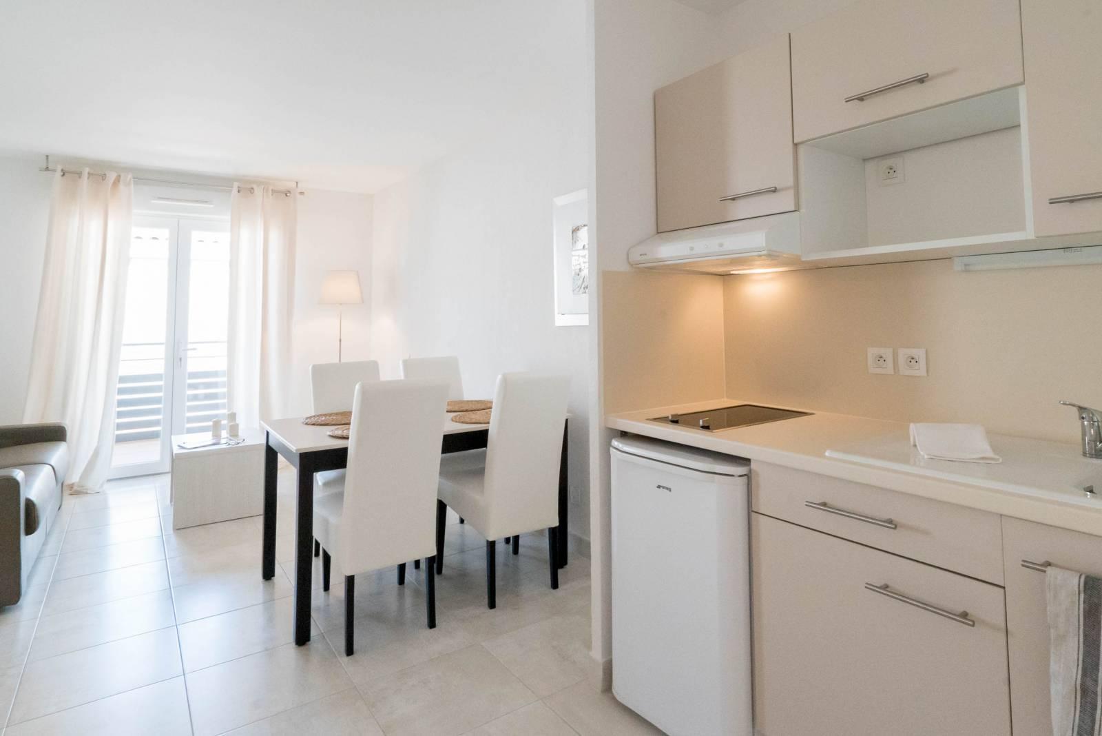 quels sont les prix pour la location d 39 un appartement en r sidence seniors montpellier. Black Bedroom Furniture Sets. Home Design Ideas